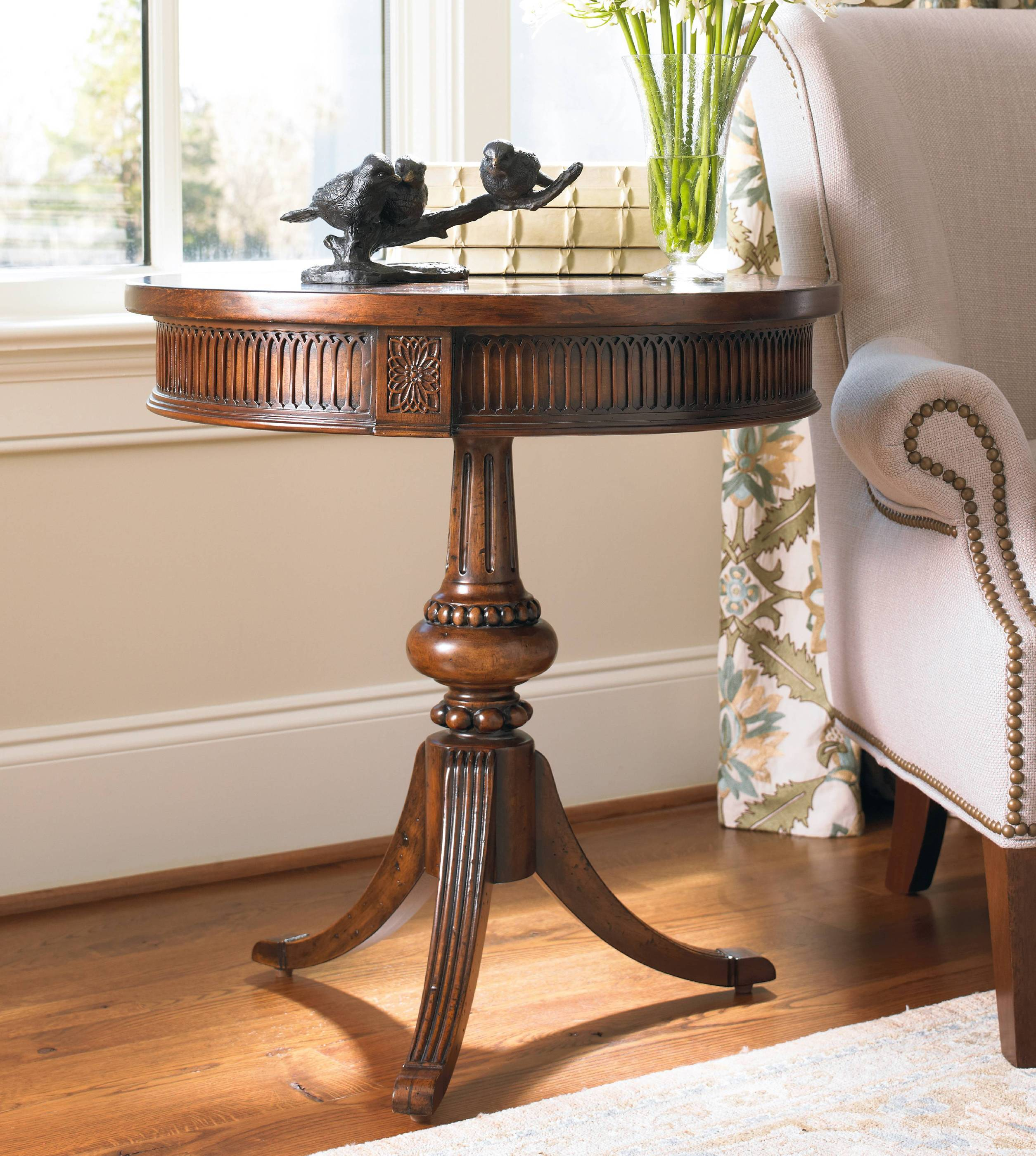 Kings Road Pedestal Accent Table H Contract Furniture